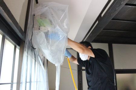 洗浄中の様子|お掃除機能付きエアコンクリーニング